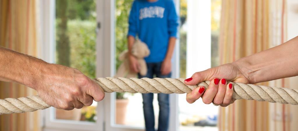 Eltern kämpfen um das Sorgerecht, Scheidung von Mutter und Vate